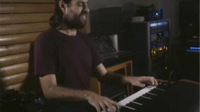 ike loureiro plays the valente electric piano